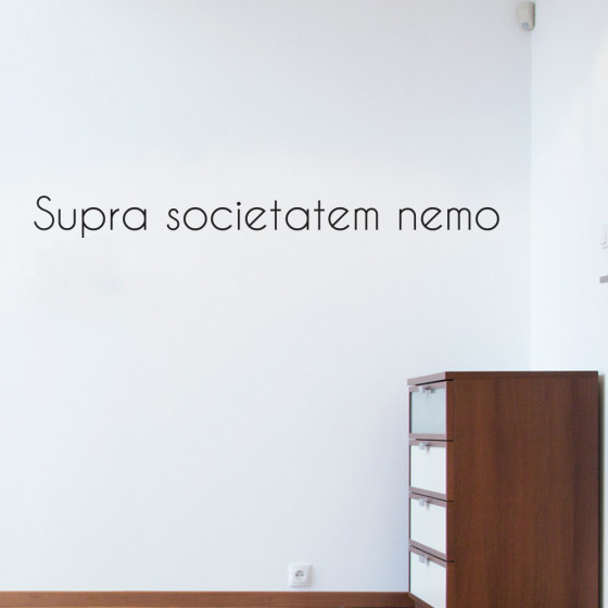Supra societatem nemo (Ingen over klubben) wallsticker